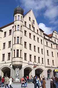 af091271395744 Neuhauser Str. 18 - Karstadt Sports Sporthaus (Oberpollinger) (Foto   Marikka-